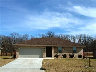 Ozark MO Single Family Home For Sale: $134,499