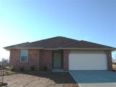 Bolivar Single Family Home For Sale: 521 South Elgin Avenue