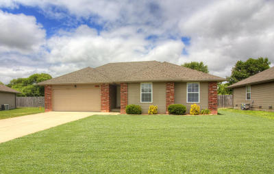 Republic MO Single Family Home For Sale: $134,995