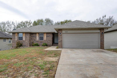 Ozark MO Single Family Home For Sale: $189,900