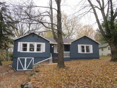 Marshfield Single Family Home For Sale: 427 East Burford Street