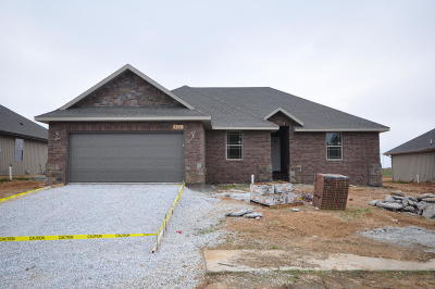 Nixa MO Single Family Home For Sale: $164,995