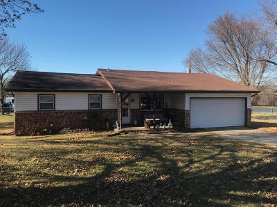 Springfield MO Single Family Home For Sale: $106,000