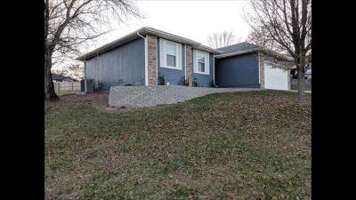 Hollister Single Family Home For Sale: 115 Hillside Court