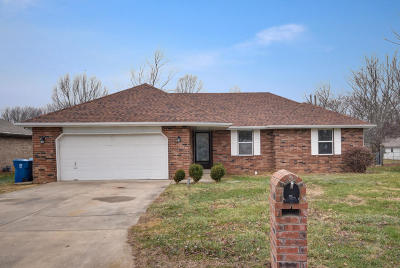 Nixa Single Family Home For Sale: 503 North Cherry Circle