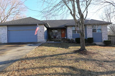 Springfield Single Family Home For Sale: 610 East Grayrock Place