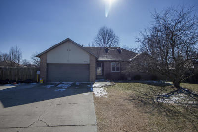 Springfield Single Family Home For Sale: 996 West Farm Rd 182