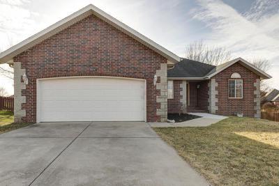 Nixa Single Family Home For Sale: 804 West Myra Drive