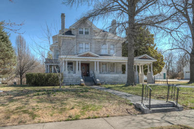 Single Family Home For Sale: 1106 Grand