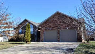 Ozark MO Single Family Home For Sale: $177,000