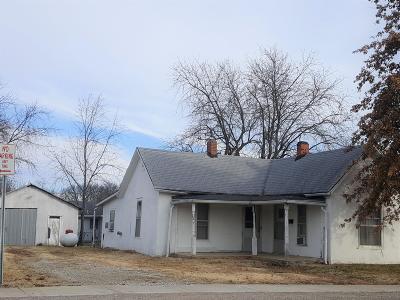 Marshfield Single Family Home For Sale: 533 East Jackson Street
