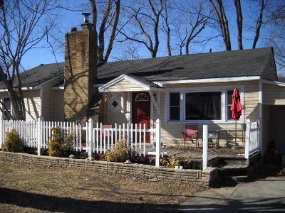 Single Family Home For Sale: 307 Peoria Street