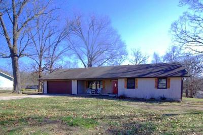 Cassville Single Family Home For Sale: 1008 Forest Circle Drive