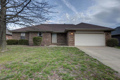 Single Family Home For Sale: 409 River Birch Court