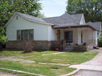Aurora Single Family Home For Sale: 322 Rock Street