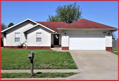 Springfield MO Single Family Home For Sale: $135,900