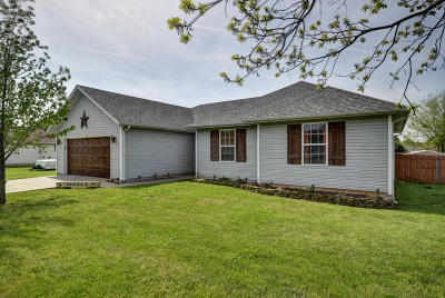 Mt Vernon Single Family Home For Sale: 220 Meadow View