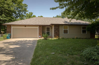 Nixa MO Single Family Home For Sale: $153,900