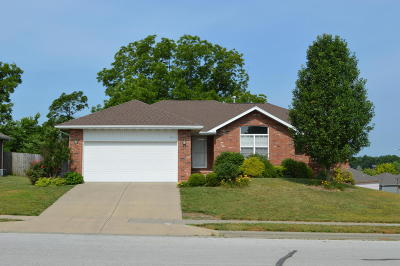 Ozark MO Single Family Home Active w/Contingency: $225,000