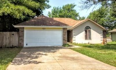 Springfield MO Single Family Home For Sale: $139,700