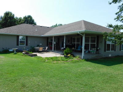 Mt Vernon MO Single Family Home For Sale: $205,000