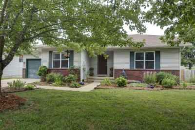 Ozark MO Single Family Home For Sale: $131,900