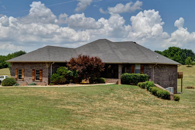 Nixa Single Family Home For Sale: 1005 Hickory Ridge Drive