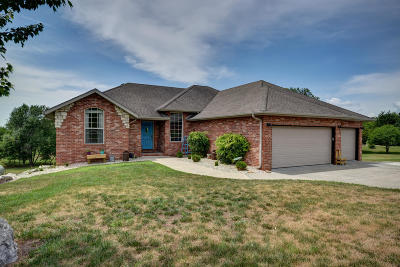 Nixa Single Family Home For Sale: 1070 West Sunny Slopes Drive