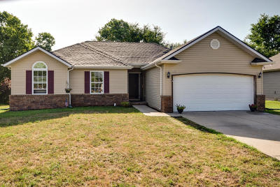 Single Family Home For Sale: 400 North Cherokee Trail