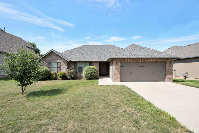 Nixa Single Family Home For Sale: 605 East Thornhill Drive