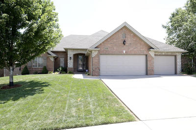 Springfield Single Family Home For Sale: 2802 East Chinkapin Lane