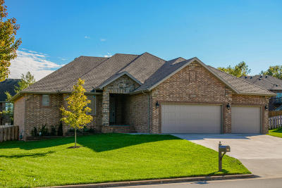 Springfield Single Family Home For Sale: 5056 East Hedgerow Drive