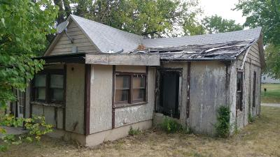 El Dorado Springs Single Family Home For Sale: 122 West Olive Street