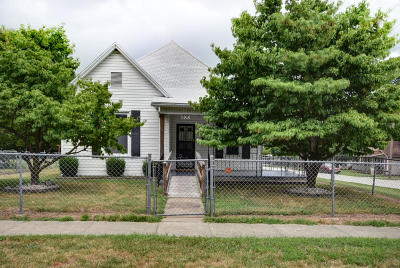 Single Family Home For Sale: 800 North Rogers Avenue
