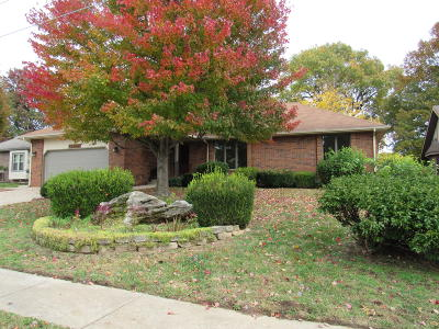 Springfield Single Family Home For Sale: 2272 South Laurel Avenue