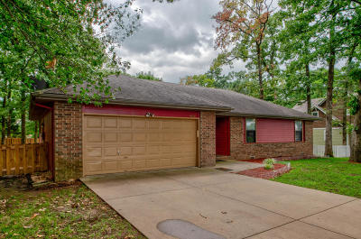 Nixa MO Single Family Home For Sale: $145,900