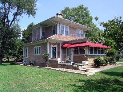 Marshfield Single Family Home For Sale: 603 West Maple Street