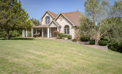 Springfield Single Family Home For Sale: 1321 East River Oak Drive