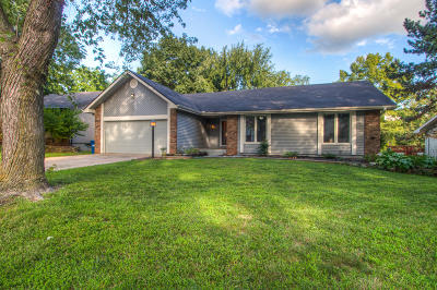 Springfield Single Family Home For Sale: 932 East Manchester Drive