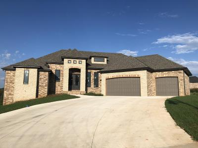 Springfield Single Family Home For Sale: 943 South Hickory Trace Court