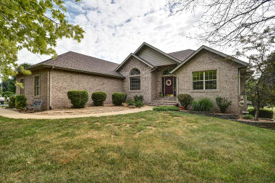 Springfield Single Family Home For Sale: 9350 North Spring Valley Drive