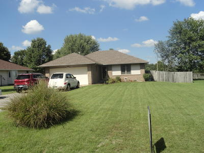 Aurora Single Family Home For Sale: 1043 West Minor