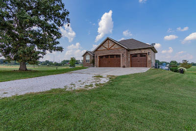 Single Family Home For Sale: 261 Lilac Lane