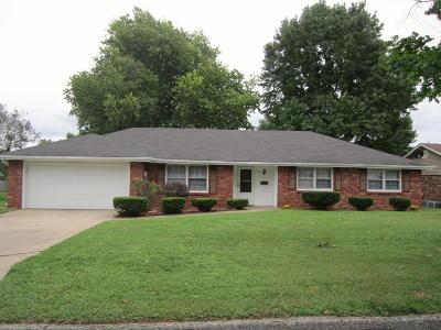 Republic MO Single Family Home For Sale: $136,900