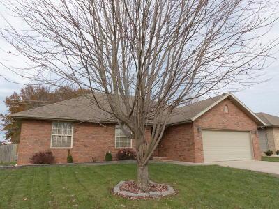 Nixa MO Single Family Home For Sale: $156,900