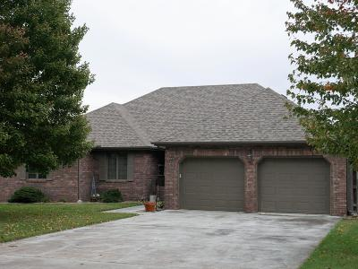 Aurora Single Family Home For Sale: 822 Lakeview Drive