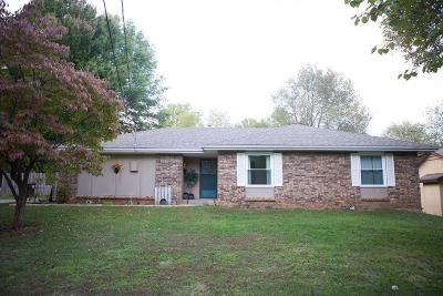 Springfield Single Family Home For Sale: 4923 East Poplar Lane