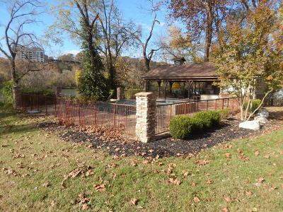 Branson MO Commercial For Sale: $590,000