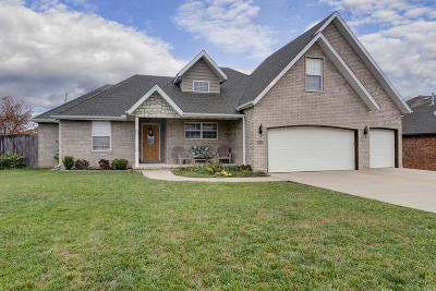 Strafford, Willard Single Family Home For Sale: 110 Deer Run