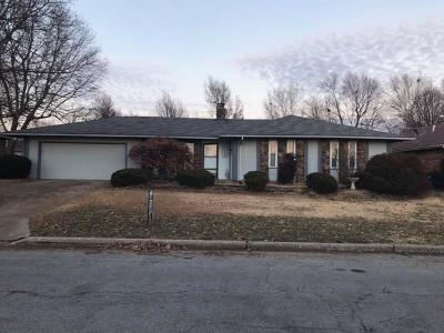 Springfield MO Single Family Home For Sale: $157,900